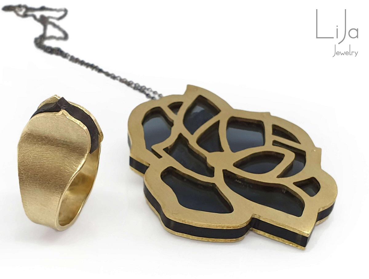 Goudsmid LiJa Jewelry hanger perspex uniek ring bloem uniek design smal