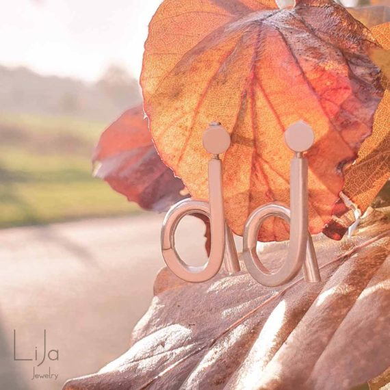 Goudsmid-LiJa-Jewelry-letters-kind-oorbellen