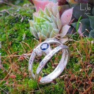Goudsmid-LiJa-Jewelry-zilveren-ring-saffier-gehamerde