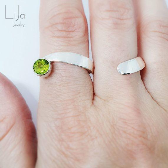Goudsmid Lija Jewelry Abstracte Tweevinger Ring Peridot